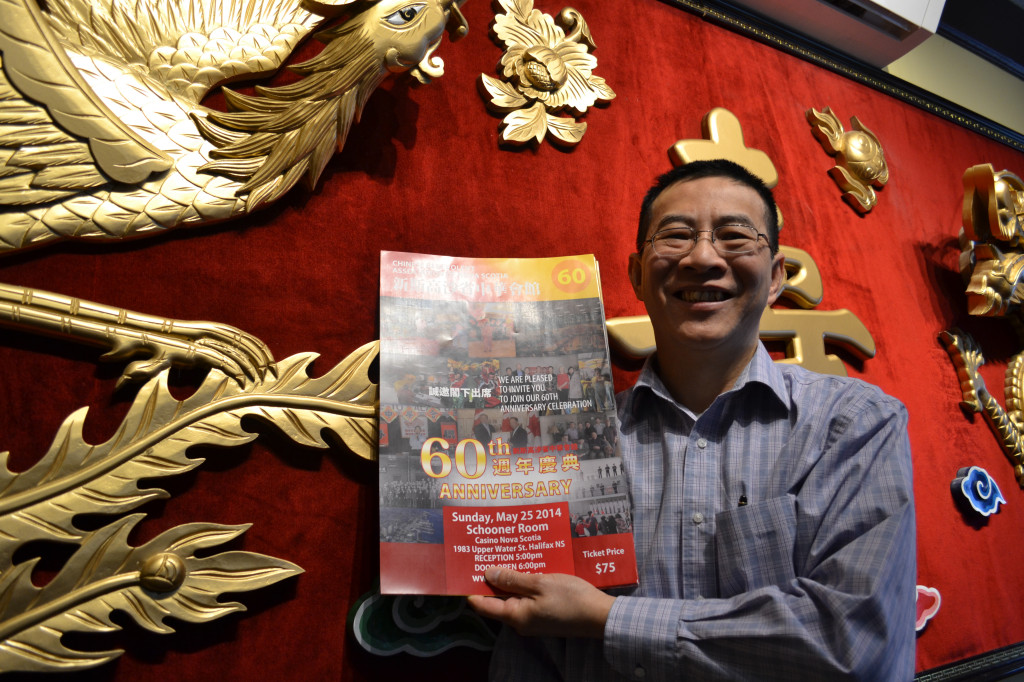 CBANS Chairman Eric Yeung, showcasing the poster for the 60th Anniversary Banquet. 中华会馆会长杨力维先生在展示会馆60周年庆典海报。
